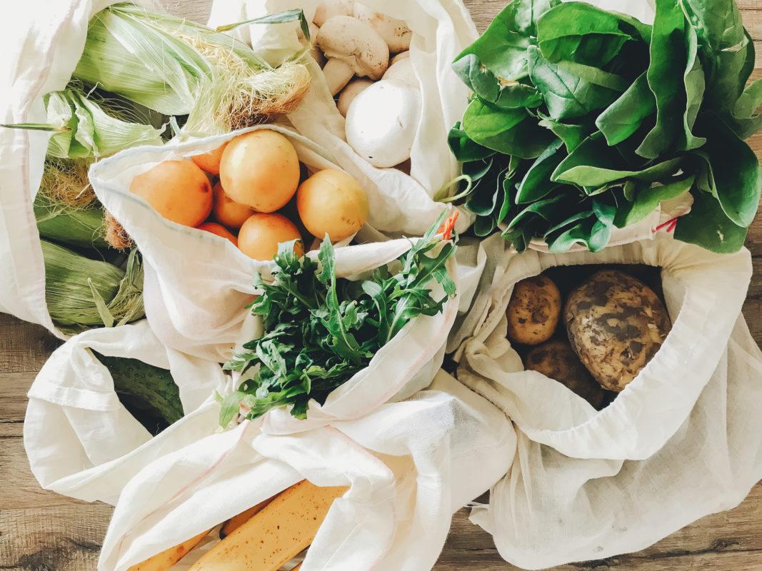 Divers légumes et fruits bio